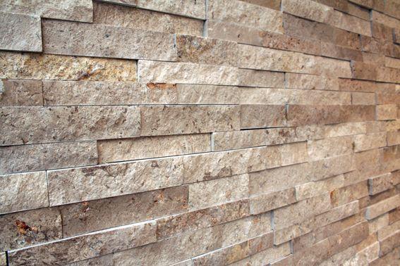 TESU steenstrips Travertin. Erg mooi, max.2,5 cm dik. 12x40 Z-vorm, vari-formaat. Mooi voor de woonkamer, op kantoor, werkplek of in de horeca.