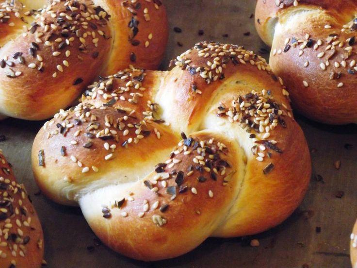 Tanulj meg (kenyeret) sütni!: Magos, fonott császárzsemle, gyors zsemletésztából  #gyorstészta, #food, #maxgastro,