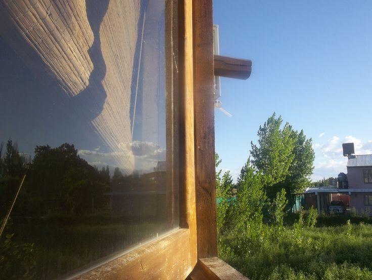 Mirando por la ventana, de la Cabaña. En Mendoza
