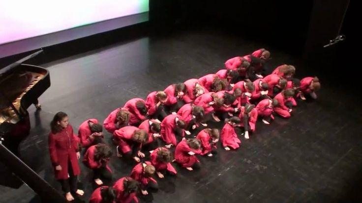 Coro Infantil da Universidade de Lisboa - Presente de Natal - Fernando L...