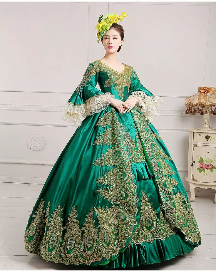 luxury green embroidery golden lace medieval dress renaissance Gown queen Dress Victorian/Marie Antoinette/Colonial Belle Ball