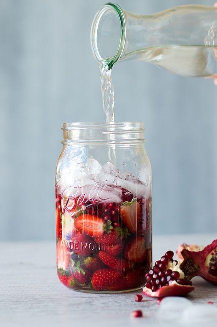 Eau aromatisée à la pomme grenade, aux fraises et à l'eau de coco - 15 recettes…