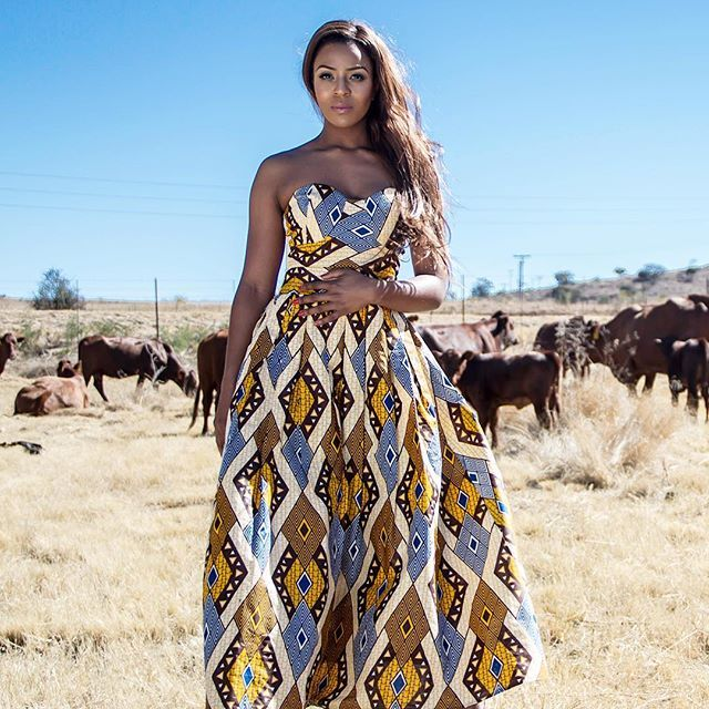 Dipped in Chocolate, Bronzed in Elegance, Enameled with Grace, Toasted with Beauty. My Lord, she's a #BossLady. 🙆🏽👑🇿🇦 @jessicankosi #Queening in the #KhosINkosi Bongi Boobtube #SoldOut #Ndlunkulu #BossQueen #JessicaNkosi #AfricanExcellence  #KhosiNkosi #International #GlobalCitizen #SouthAfricanWomen #MadeInSouthAfrica #ProudlySA