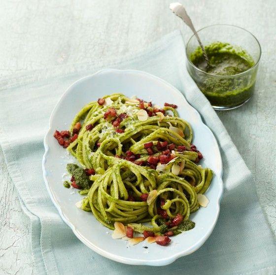 Pasta mit Feldsalat-Pesto: Was für eine Pesto-Überraschung - wir nehmen heute Feldsalat statt Basilikum. Einfach köstlich!