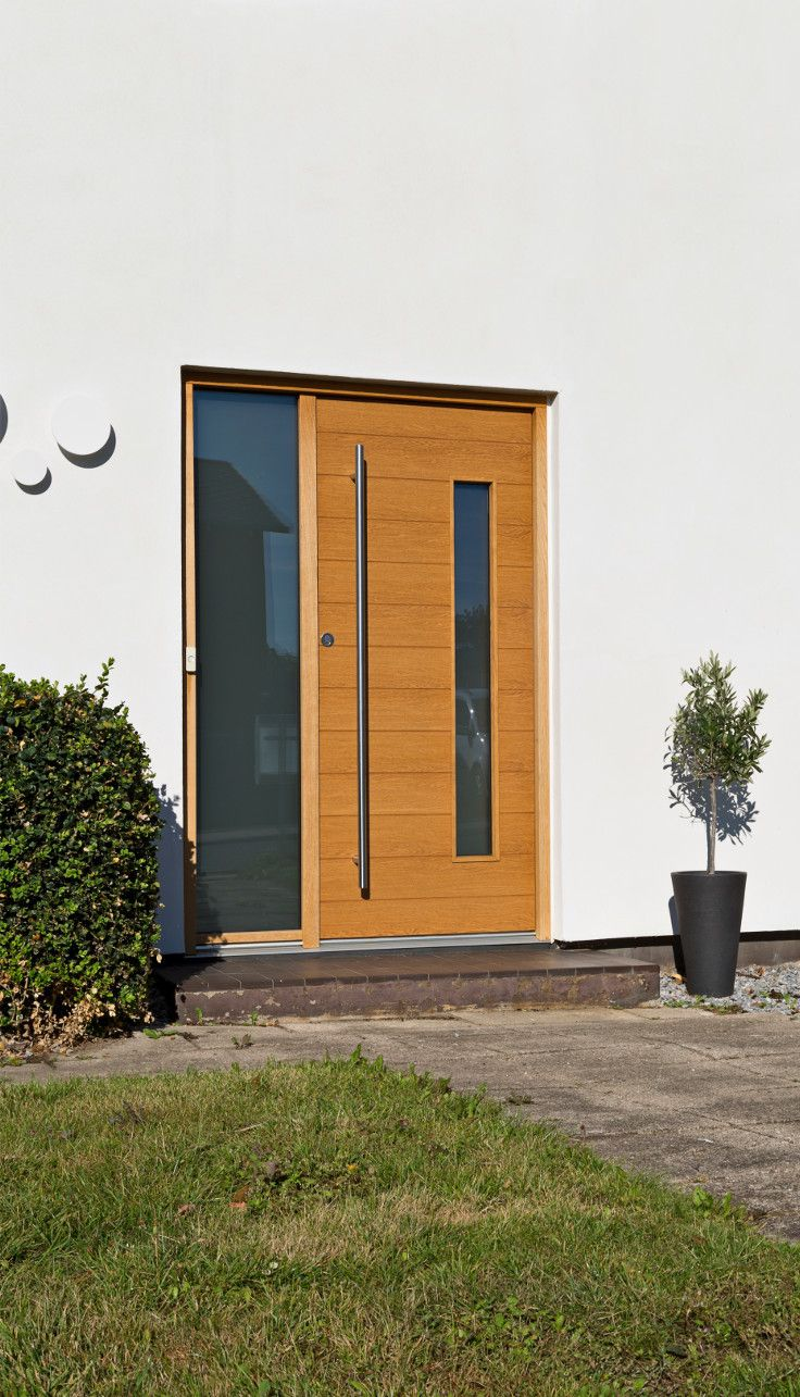 The exterior JE-TRAE door from Vahle suits this classic Nordic house perfectly. #vahledoor #exteriordoor #je-trae #alfa #architecture #architectural #doors