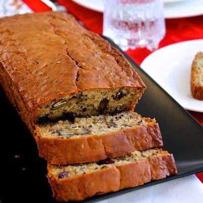 Vuokaleipä on helppotekoinen, sillä sitä ei tarvitse vaivata eikä kohottaa. Jos haluat gluteenitonta leipää, korvaa vehnäjauhot gluteenittomalla jauhoseoksella.