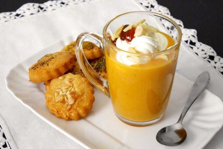 Il cappuccino di zucca con biscottini al parmigiano è uno sfizioso antipasto con cui potrete stupire i vostri ospiti. La particolarità di questo piatto sta