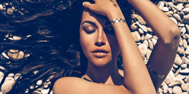 Scopriamo tutte le caratteristiche dei fondotinta solari: il make-up estivo che ci protegge senza pregiudicare la nostra bellezza!