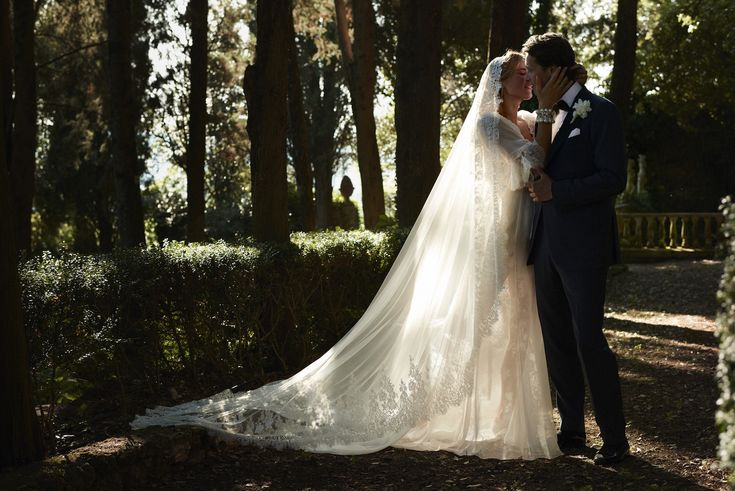 Exclusive for Vogue: Dutch actress Lieke van Lexmonds romantic wedding in Italy. Click on the image to see all the beautiful wedding pictures and to read the romantic story. - Vogue Nederland