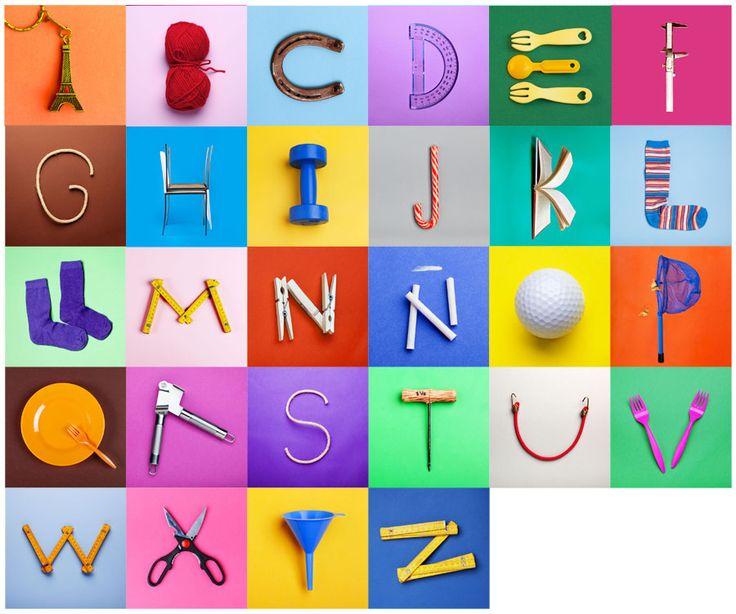 """Abecedario fotográfico """"CREADO"""" , hecho a partir de objetos cotidianos que parecen letras."""