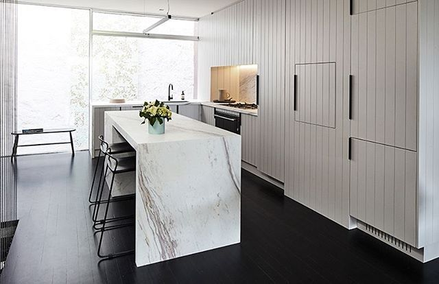Dulux #Dieskau fits perfectly as part of the impressive @fisherpaykelau Kitchen in Season 3 of The Style School. We love the natural tones of Elba marble from @wk_quantumquartz mirrored in the cabinetry. Images @jamesgeer Videos: Life in Light Films Stylist @aimeestylist   @becjudd #rebeccajuddloves