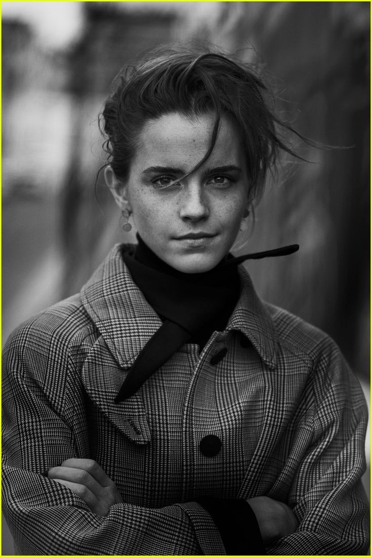 ❣️Emma Watson looks stunning in black and white for Interview Magazine's new May 2017 cover, which hits newsstands May 2. ❣️  Crediti: Just Jared  Instagram : https://www.instagram.com/we.love.emma.watson.crush/  Passate dal nostro gruppo ; https://www.facebook.com/groups/445446642475974/  Twitter : https://twitter.com/GiacomaGs/status/907646326359445509 ?   ~EmWatson