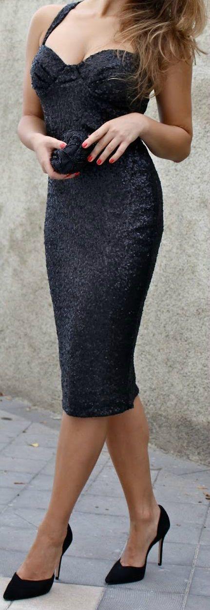 gorgeous dress & heels!!