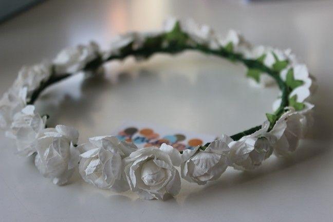 Coronita flores blancas