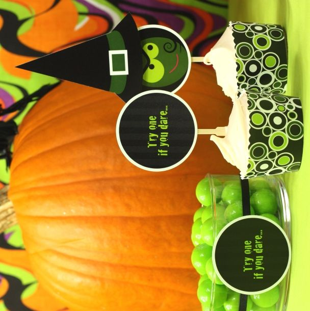 Witch cupcakes {3-D printables}: Witch Cupcakes, Halloween Parties Ideas, Halloween Printable, Black Witch, Spooky Halloween, Candy Bowl, Halloween Ideas, Spook Pumpkin, Dare Witch