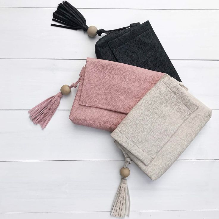 This simple crossbody bag is the kind of take-everywhere-stash-everything crossbody you'll want in every colour! Only $30!✨#cantdecide