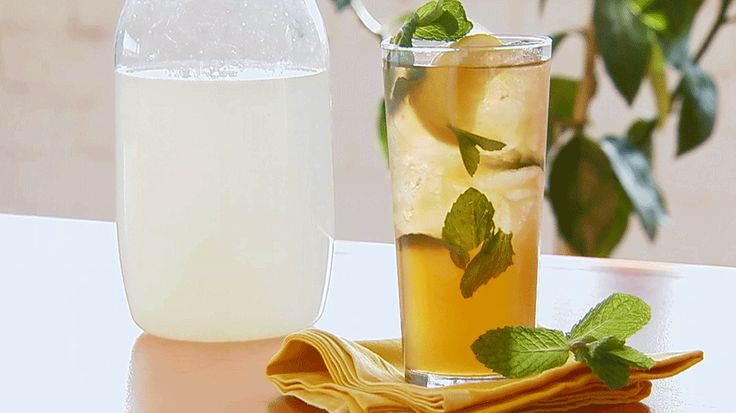 From muddling to adding mint, we show you how to make a tasty Arnold Palmer cocktail. Our mint-infused take on the classic recipe is simple and refreshing./