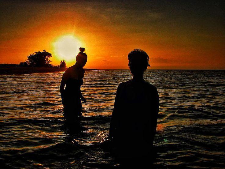 "Wira Hardiprakoso on Instagram: ""Sunset dipping #waingapu #sumba #sunset #silhouette #beachlife #lifeisgood #instatravel #instasunset #afternoon #earlyevening #dusk #sun #sand #sea #wanderlust #indonesia #nusatenggaratimur #orangesky #yellow #jingga #pantai #beautiful #beautifulindonesia #skyandsunset #instasunset #bestsunset"""