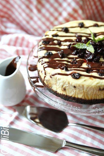 Sernik z suszonymi wiśniami i czekoladą