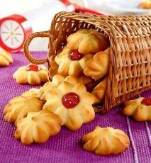 kruche ciastka kwiatki przepis, przepis na ciastka w kształcie kwiatków