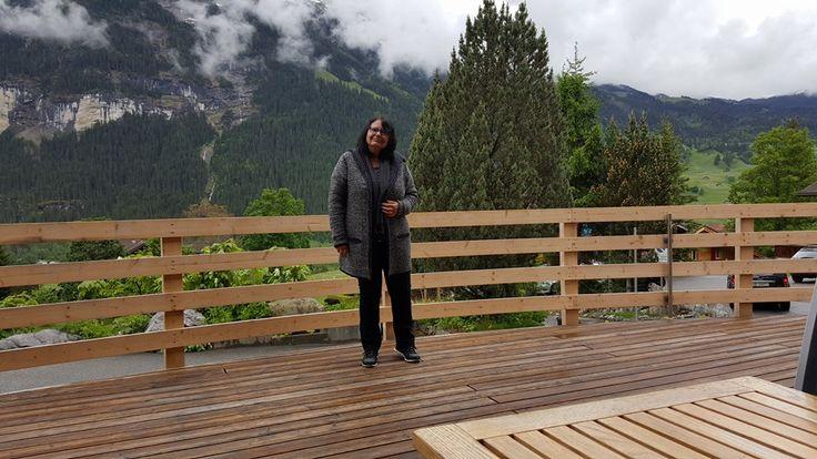 Schweiz, Grindelwald im Regen. Wo früher Eis und Gletscher waren sieht man jetzt Wasserfälle