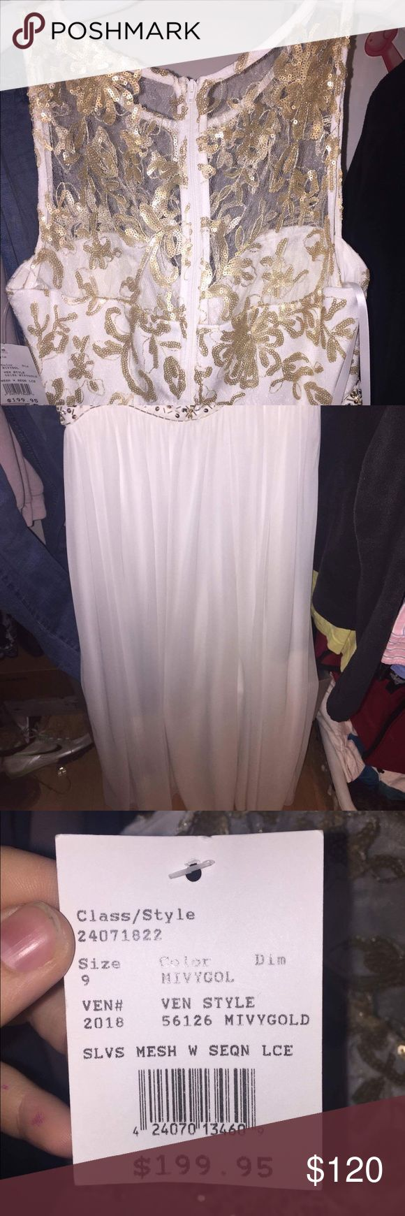Davids Bridal Prom Dress 2017 White and gold. Gold is sparkly. Never worn. Bought for $200 want at least $120. Willing to negotiate. Size 9 but fits about a 5/6. If local willing to meet. Comes w dress bag David's Bridal Dresses Prom