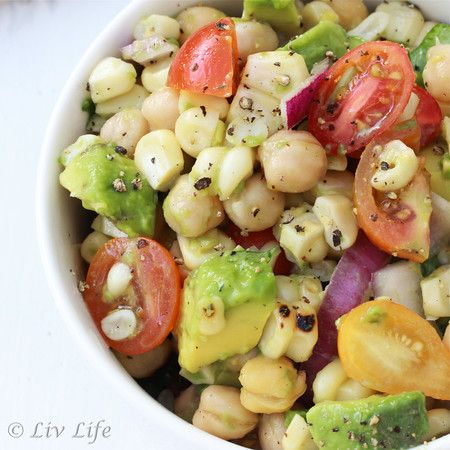 Grilled Corn Salad with Avocado, Tomato and Lime #picnic #saladrecipe @livlifetoo