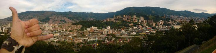 un trocito de Medellin y una mano