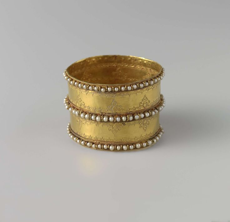 Lovely antique gold & pearls cuff (1734-1754). via the Rijksmuseum, Amsterdam