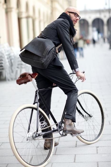 (via Monday Bike Style: Mr Dapper Specs « Kitesurf Bike rambling)