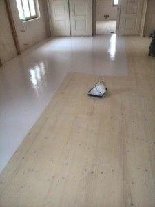 lakování podlahy- bílý lak