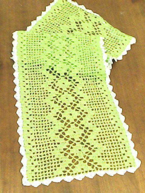 Trilho de mesa em croche, linha de seda, tamanho 1metro e 15 centímetros.