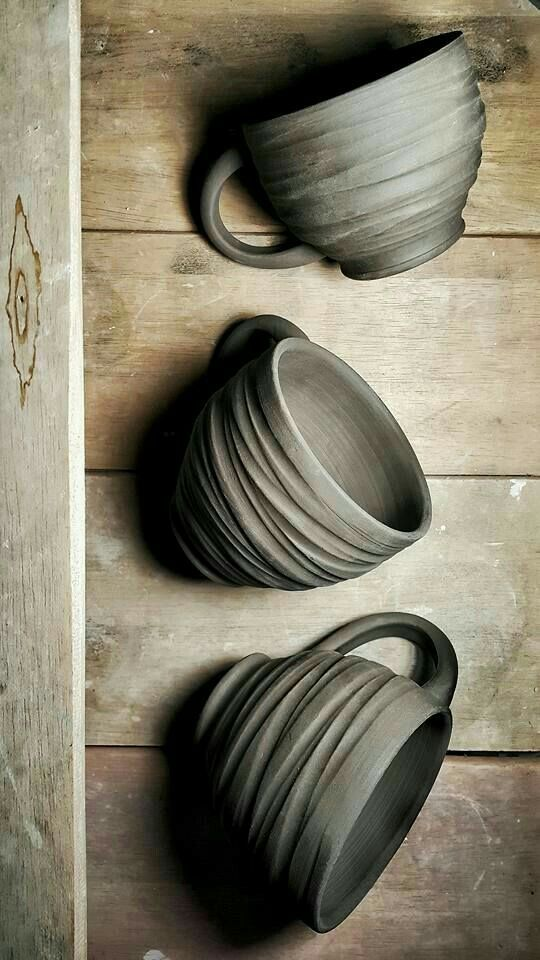 Clutter & Chaos, (via Pinterest • The world's catalogue of ideas) 3 mugs with texture.