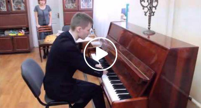 Talentoso Jovem De 15 Anos Que Nasceu Sem Mãos Aprendeu Sozinho a Tocar Piano