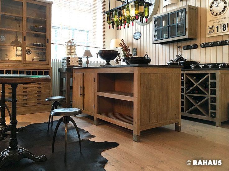 Urlaub in Frankreich #Küche #kitchen #Küchenzeile #Holz #Metall #Stein #Stone #Wood #Händeschrank #kochen #Spüle #Unterschrank #RAHAUS #freunde #tisch #table #stuhl #chair #Geschirr #Dekoration #küchenparty #Bistrotisch #Hocker #Vitrine www.rahaus.de