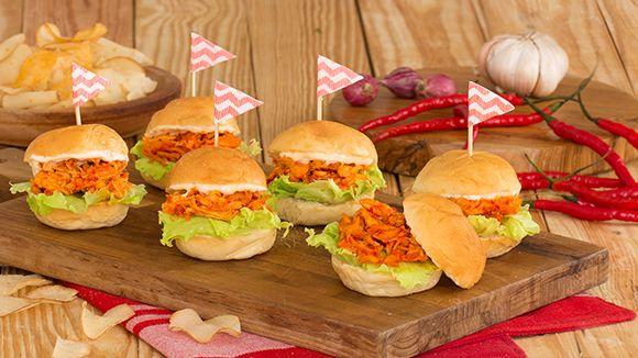 [Resep] Burger Ayam Suwir Bali http://www.perutgendut.com/read/burger-ayam-suwir-bali/3696 #Food #Kuliner #Resep