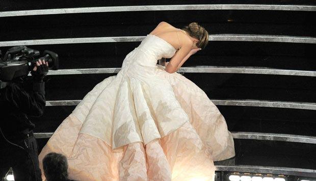EDY HOME'S: Oscar 2014, Jennifer Lawrence Terjatuh Lagi