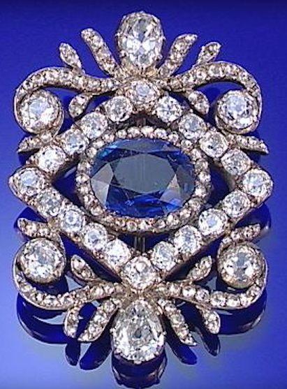 SAPPHIRE AND DIAMOND BROOCH, CIRCA 1800.