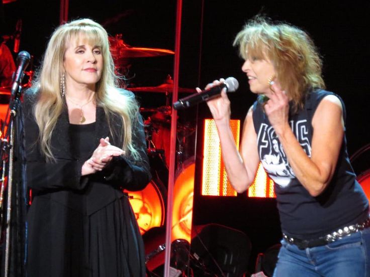 Stevie  ~ ☆♥❤♥☆ ~     and Chrissie Hynde performing onstage at the Atlanta, GA show in the Philips Arena on November 6th, 2016, during Stevie's  '24 Karat Gold' Tour, 2016
