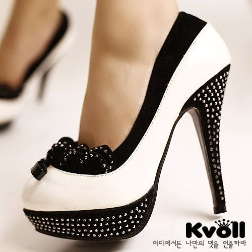 Adorable!: White Shoes, Black N White, Hot Shoes, Fashion Shoes, Polka Dots, Black And White, Black White, White Heels, High Heels