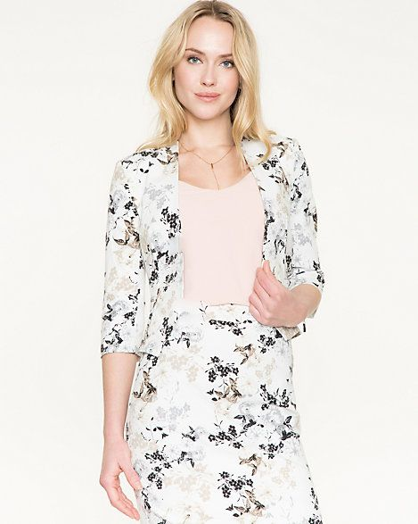 This dress has patterned in a fresh floral print. It look great when it pairs with the whole outfit.