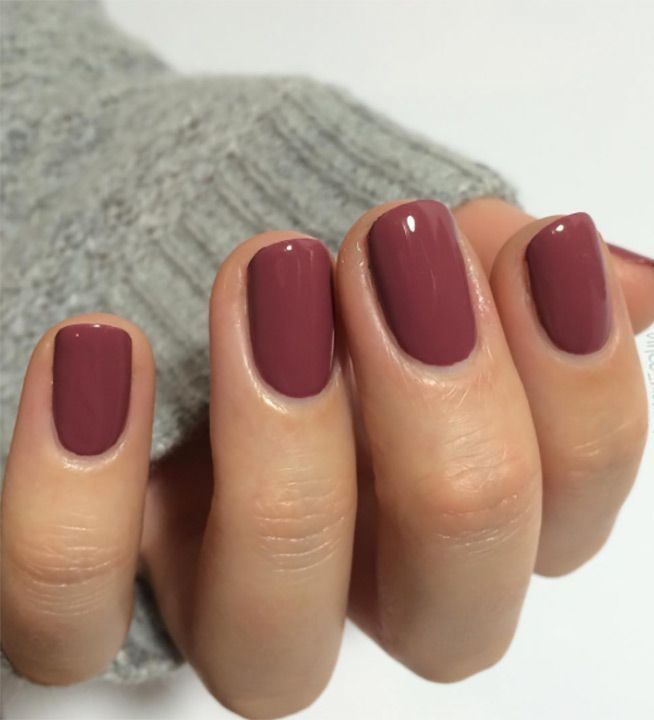 Love the sophisticated look of this mauve manicure