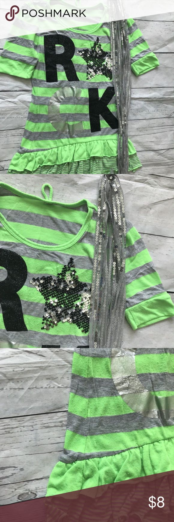 Girls Lime Green & Grey Top Size Kids M J10151706 Girls Lime Green & Grey Top Size Kids M Some Wear On The Letters Comes With A Silver Scarf Pre-Owned In Great Condition J10151706 Shirts & Tops Tees - Short Sleeve
