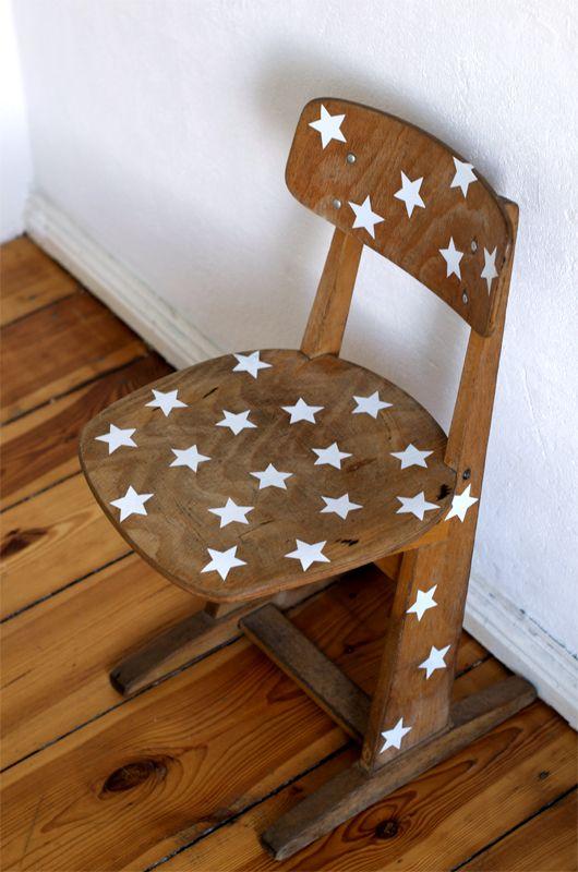tolle Idee für die geschenkten  alten Schulstühle