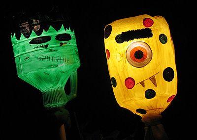 recycle craft halloween lights: Lights Crafts, Halloween Monsters, Milk Jug, Yard Lights, Monsters Yard, Halloween Fun, Halloween Crafts, Recycled Crafts, Halloween Ideas