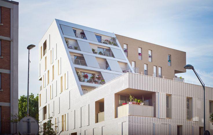 chartier dalix architectes ARC-30 social dwellings gevel volume dakvolume dak appartementen wit textuur materialisatie
