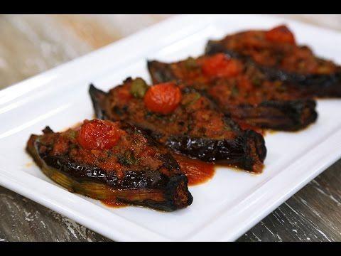 Karnıyarık Malzemeleri 6 adet patlıcan Zeytinyağı 1 adet soğan 300 gr. kıyma 1 diş sarımsak 2 adet sivri biber 1 adet domates 5 – 6 dal maydanoz Tuz Karabibe...