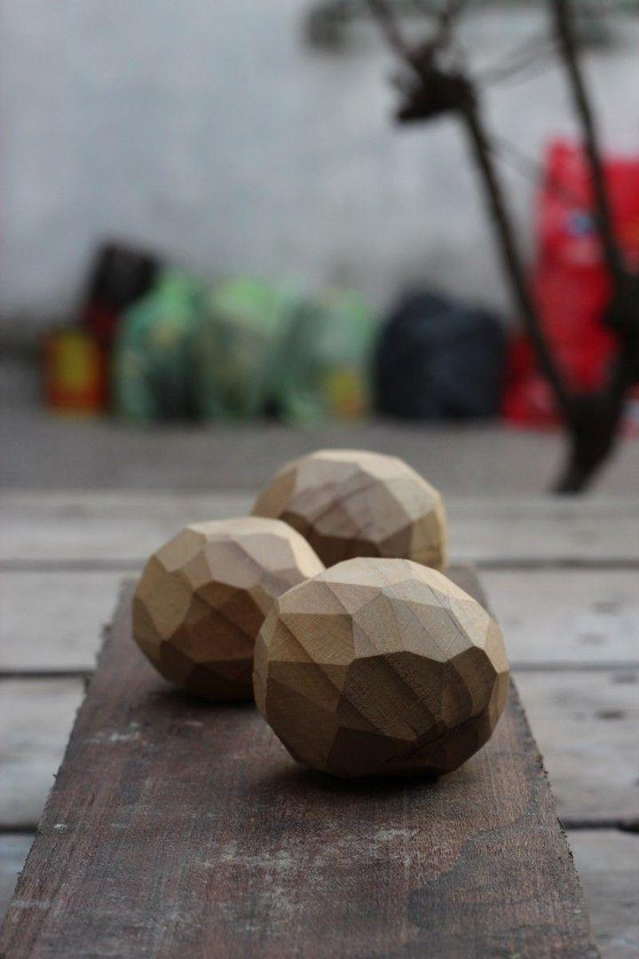 Piedritas de madera recuperada. cada una es unica e irrepetible debido a su forma artesanal de realizacion en el pack vienen 3!