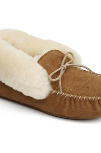 Ladies Foxley Sheepskin Slippers Chestnut UK Size 4 1 220x330 Keep your feet warm in slippers