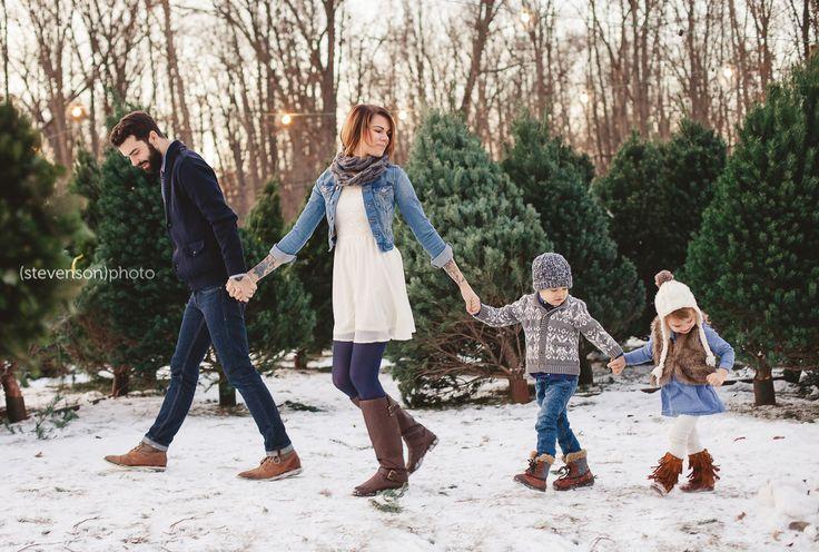 Christmas family photo idea. winter family photo ideas. Christmas tree stand family photos. Christmas tree photoshoot. Christmas family photos. Christmas card photo ideas. www.kstevensonphoto.com